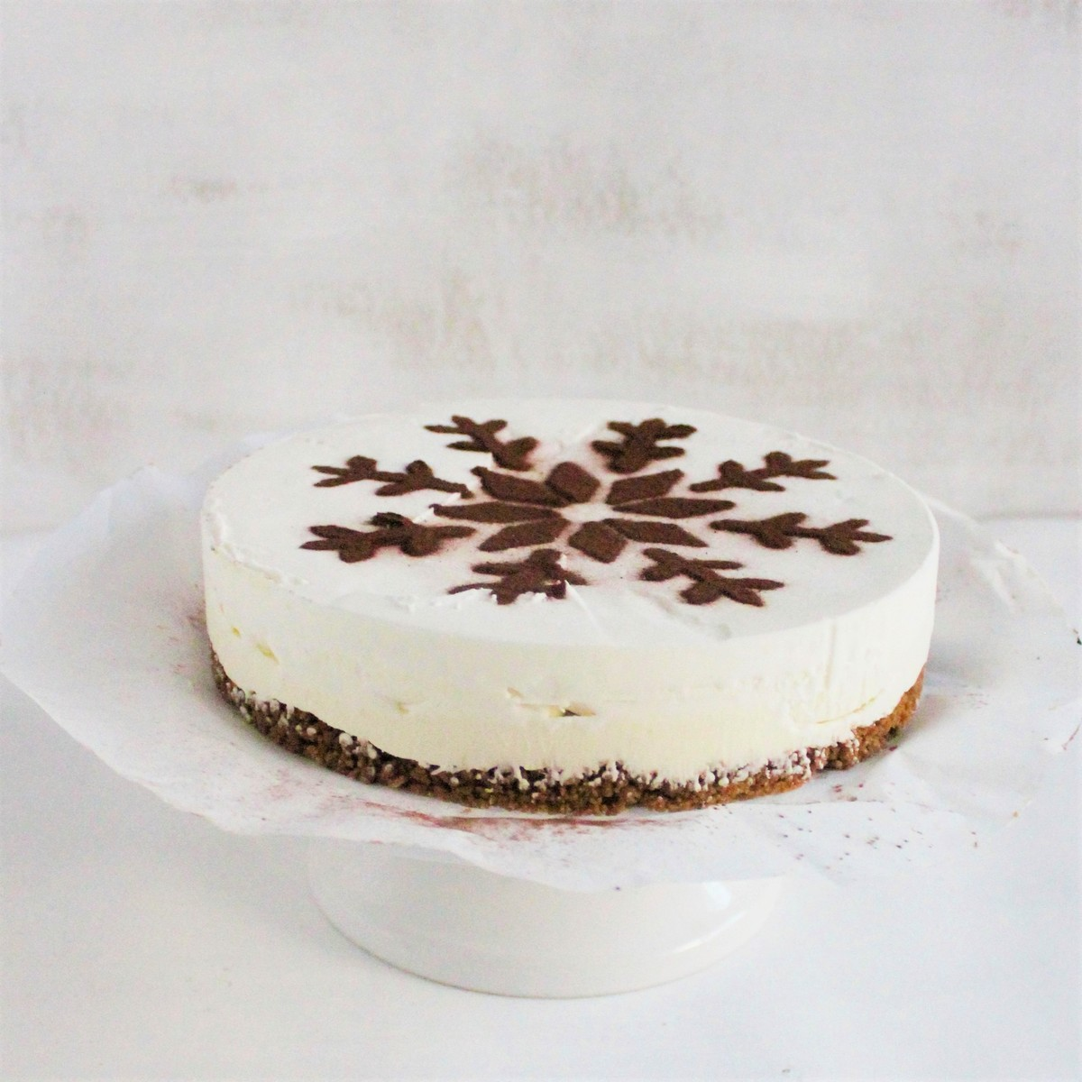 Ice cream pie made of chocolate and brownie 6-8p